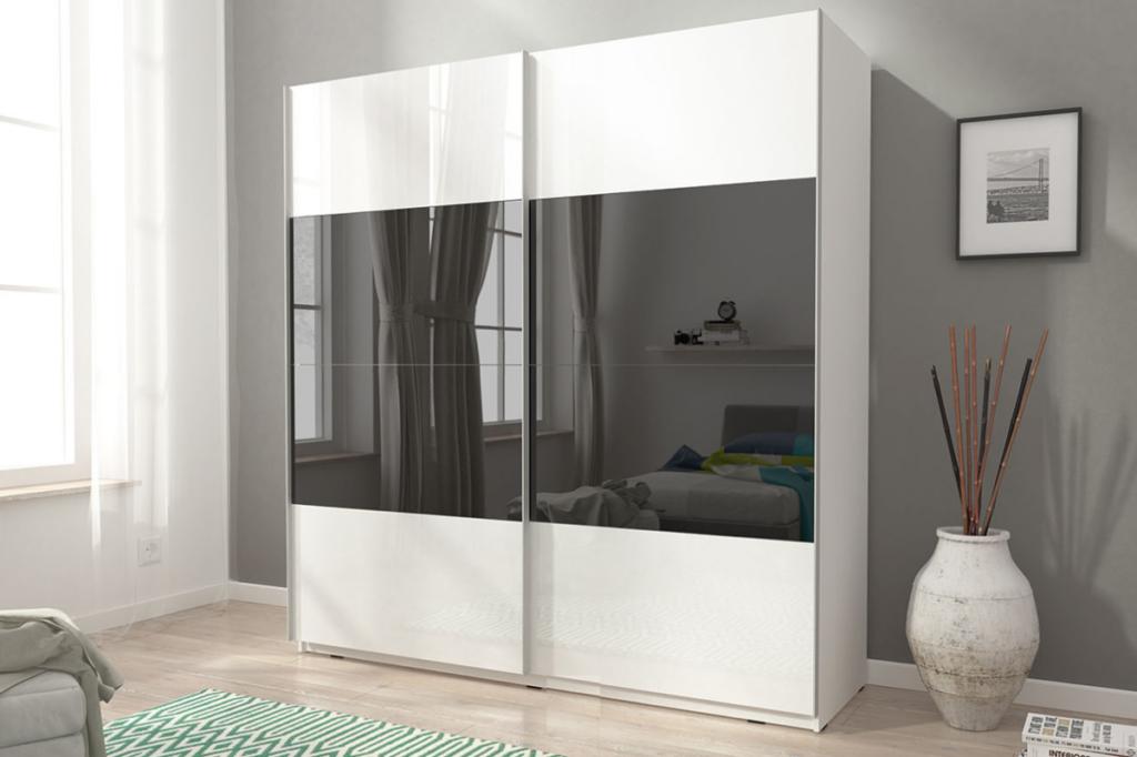 hvit garderobe til soverom