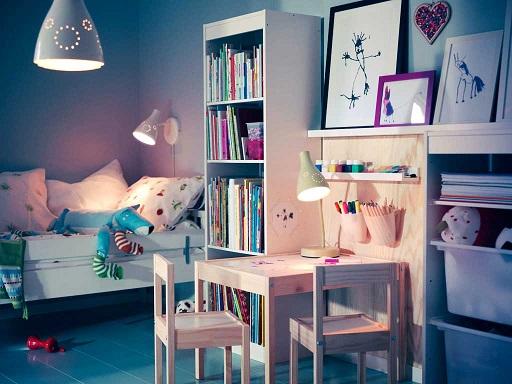 barnerom med lamper og annen belysning
