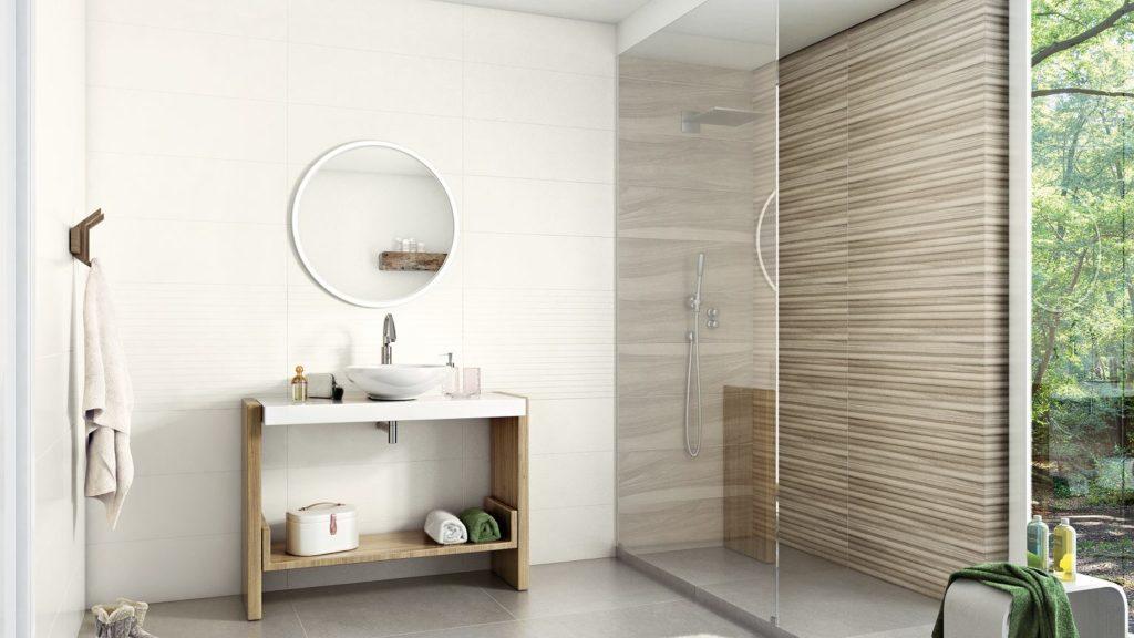 hvite badet i skandinavisk stil